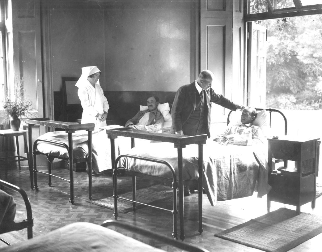 a clinician and veterans at Eden Manor, one of the charity's first recuperative homes